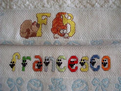Bavaglini e asciugamani l 39 angolo di stefania for Disegni punto croce per bavaglini