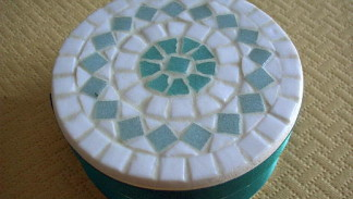 scatola con mosaico