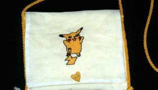 borsetta con pikachu a punto croce